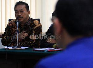 Bupati Tapteng Bonaran Situmeang Dituntut 6 Tahun Penjara