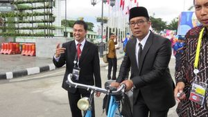 Penginjak Bangku Taman KAA Minta Maaf, Ridwan Kamil: Tetap Ngepel Jl Braga