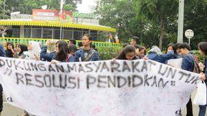 Mahasiswa Aksi di CFD, Tuntut Revolusi Pendidikan dan Pengadilan HAM Ad Hoc