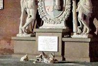 Mau Selfie, Turis Malah Pecahkan Patung Hercules di Italia