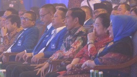 Jokowi Bisiki Prabowo: Pilpres 2019 Maju Lagi Nggak?