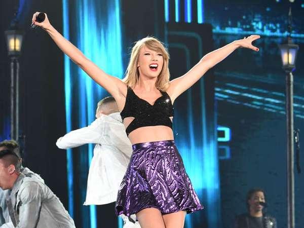 Taylor Swift Dibalut Crop Top dan Rok Mini di Konser '1989' Jepang