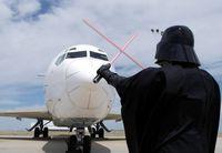 Bandara Denver Heboh, Ada Darth Vader Jadi Tukang Parkir Pesawat