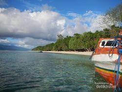 Pombom, Si Cantik di Maluku yang Tak Berpenghuni