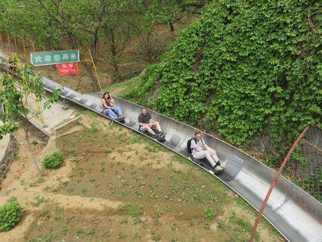 Yang Belum Anda Tahu, Bisa Meluncur di Atas Tembok Besar China!