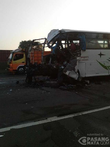 6 Orang Tewas di Tol Cikampek, Ini Kondisi Bus yang Terlibat Kecelakaan