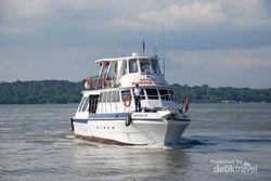 Alternatif Wisata di Jatim, Keliling Selat Madura Naik Kapal Wisata