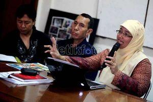 Retno Eks Kepsek: Diprotes Akbar Tandjung, Skors Murid hingga Dipecat