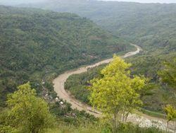 Begini Indahnya Sungai Oya dari Kebun Buah Mangunan, Bantul