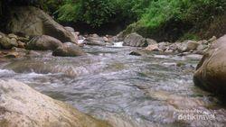Asyiknya Basah-basahan di Curug Leuwi Hejo, Sentul