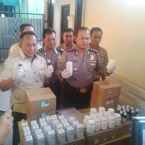 Polresta Bekasi Temukan Ribuan Obat Kedaluwarsa di Perumahan