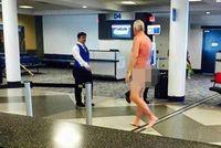 Protes Tiket Habis, Traveler Bugil di Bandara AS