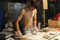 Ehem! Ada Pedagang Kue Ganteng & Sixpack di Pasar Malam Taiwan