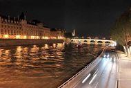 Melihat Paris di Malam Hari, Pasti Jatuh Cinta!