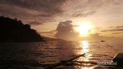 Begini Cantiknya Sunrise di Teluk Kiluan, Lampung