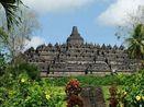 Prisia Nasution Kesal dengan Turis yang Sentuh Patung Buddha Candi Borobudur