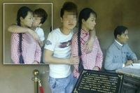 Turis Tiongkok Cabul Remas Payudara & Cium Patung Wanita