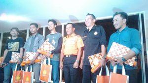 Basarnas Serahkan Piagam Penghargaan ke Tim Evakuasi Erri dari Kawah Merapi