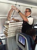 Pesawat Delay, Delta Airlines Pesan Pizza untuk Penumpang