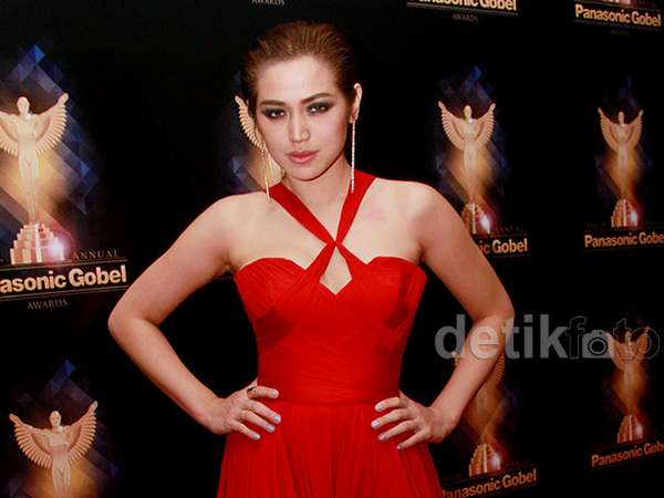 So Hot! Jessica Iskandar Merah Membara