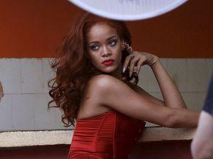 Mengintip Sesi Foto Rihanna di Kuba