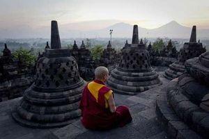 Air Suci dan Api Dharma Disemayamkan di Candi Mendut