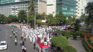 FPI <i>Longmarch</i> dari Bundaran HI ke DPRD DKI, Jl MH Thamrin Macet