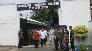 Begini Penampakan Prabowo Cs Saat Jenguk Suryadharma di Rutan Guntur