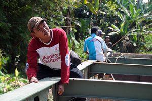 Hasil Swadaya Warga, Jembatan Bambu di Pandeglang ini Kini Dibeton