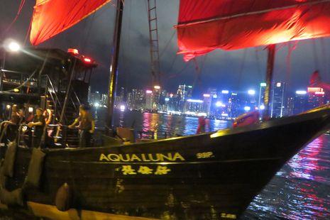 Naik Kapal Aqua Luna di Hong Kong, Seperti Bajak Laut!