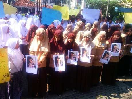 Pelajar di Bandung Doa Bersama dan Serukan Stop Kekerasan pada Anak