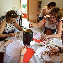 Takjub Keindahannya, Warga Yunani Ramai-ramai Belajar Batik