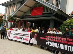 Puluhan Pendukung Siap Sambut Anas di Lapas Sukamiskin