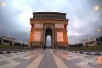 Arc de Triomphe ala Kediri, Mirip dengan di Paris