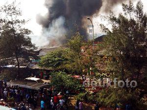 Api Lalap Pemukiman Padat Penduduk di Pasar Rebo