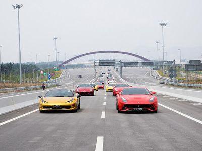 Banyak Orang Berduit Hobi Mobil Super, Penjualan Ferrari Masih Melaju