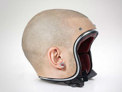 Geli, Helm Ini Berbentuk Kepala Manusia