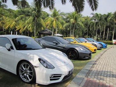 Pecinta Mobil Sport dan Moge Gelar Bakti Sosial