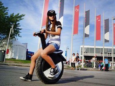 Skuter Listrik Satu Roda Ini Bisa Melesat 25 Km/Jam