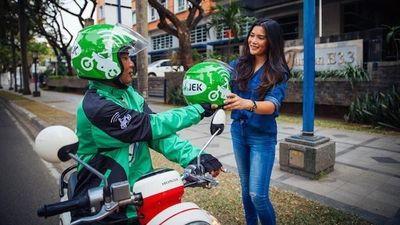 Lulus Praktik Safety Riding, Pengendara GO-JEK Diberi Stiker Khusus di Jaketnya