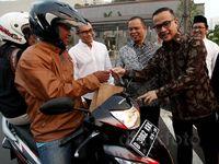 Masyarakat Indonesia Anti Pemalsuan Bagikan Takjil