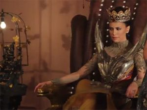 Ini Penampilan Misterius Sophia Latjuba sebagai The King di Comic 8