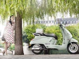 Skuter Klasik Peugeot Django Pakai Mesin 50cc