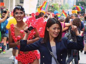 Liburan di Amerika, Aming Ikut Ramaikan Parade Gay Pride
