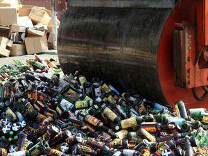 7.002 Botol Minuman Keras Dimusnahkan