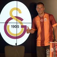 Podolski Resmi Bergabung dengan Galatasaray