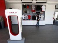 Wow, Enam Bulan Tesla Lego 21 Ribu Lebih Mobil Listrik