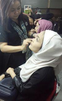 Foto: Melihat Sesi Make-Over Finalis Sunsilk Hijab Hunt di Belakang Panggung