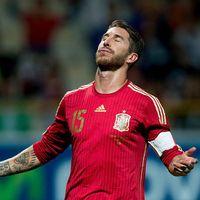 Iniesta Tak Yakin Madrid Bakal Lepas Ramos