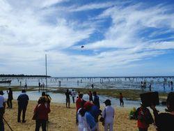 Serunya Festival Tangkap Ikan di Pesisir Pantai Biak